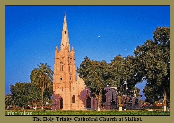 Churches-in-Pakistan-Photos-The-Holy-Trinity-Cathedral-Church-at-Sialkot-Images-of-Churches-in-Pakistan