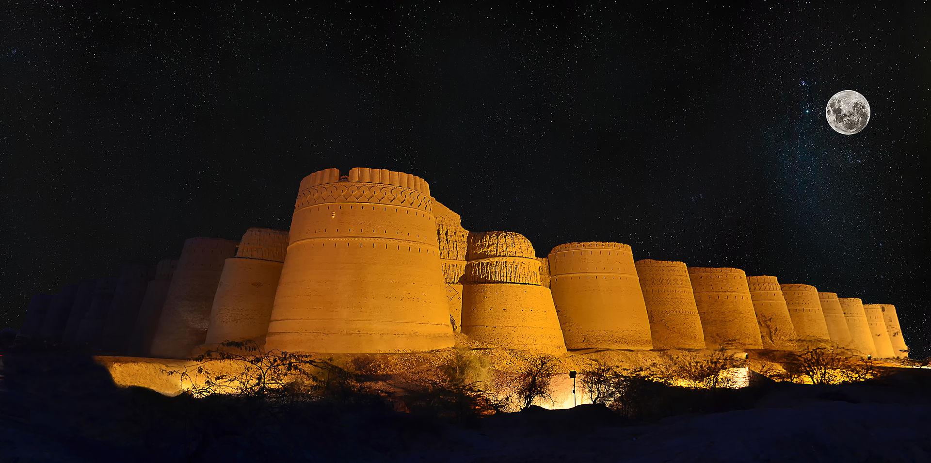 Derawar_Fort_at_Night