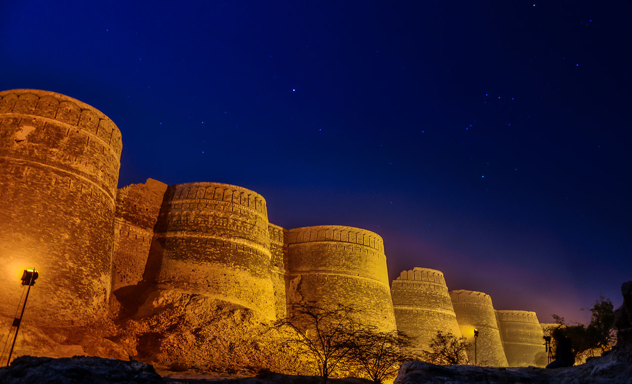 Night_View_of_Derawar_Fort