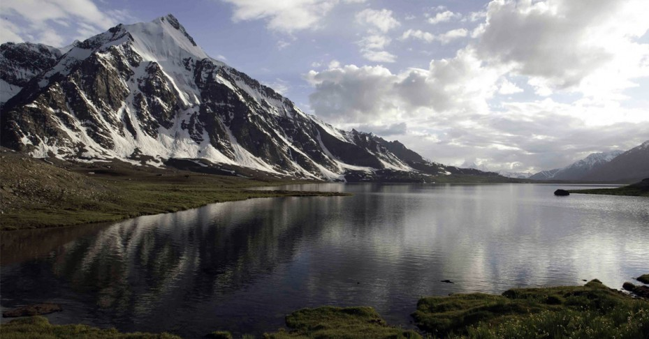 karambar-lake-929x486