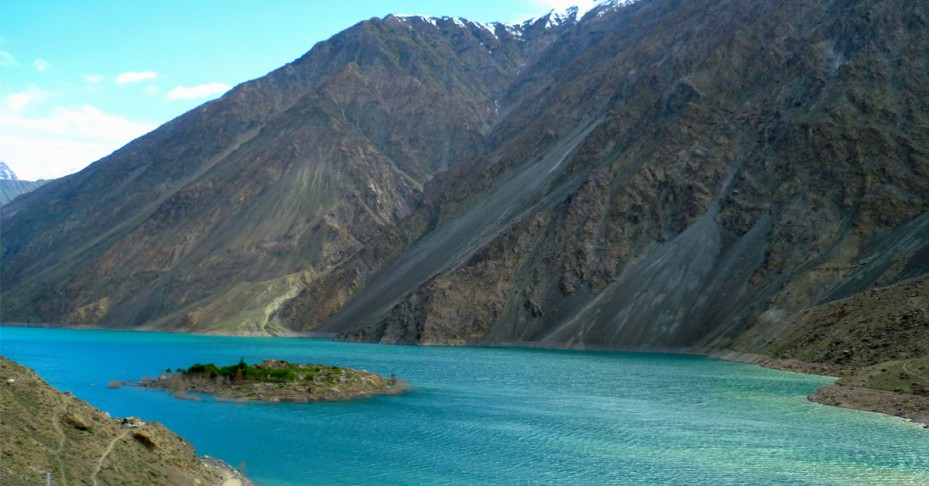 satpara-lake-929x486