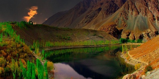 A hidden lake in Canada? nope, right here in Pakistan!
